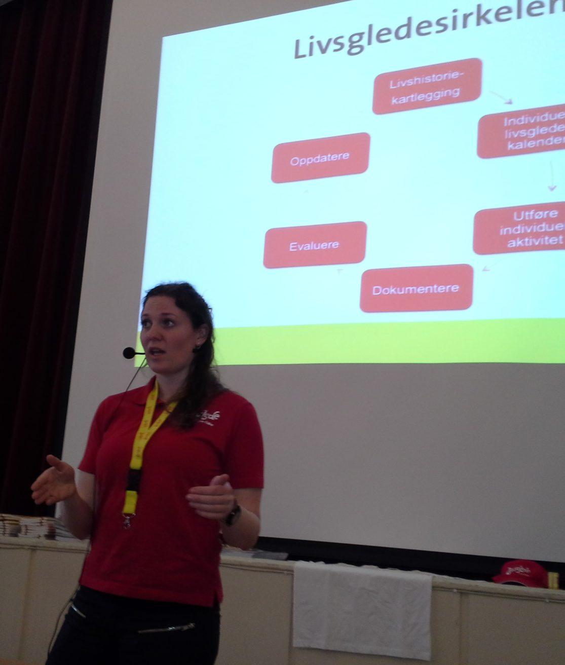 Sertifisør Borghild Hildrum snakker om livsgledesirkelen