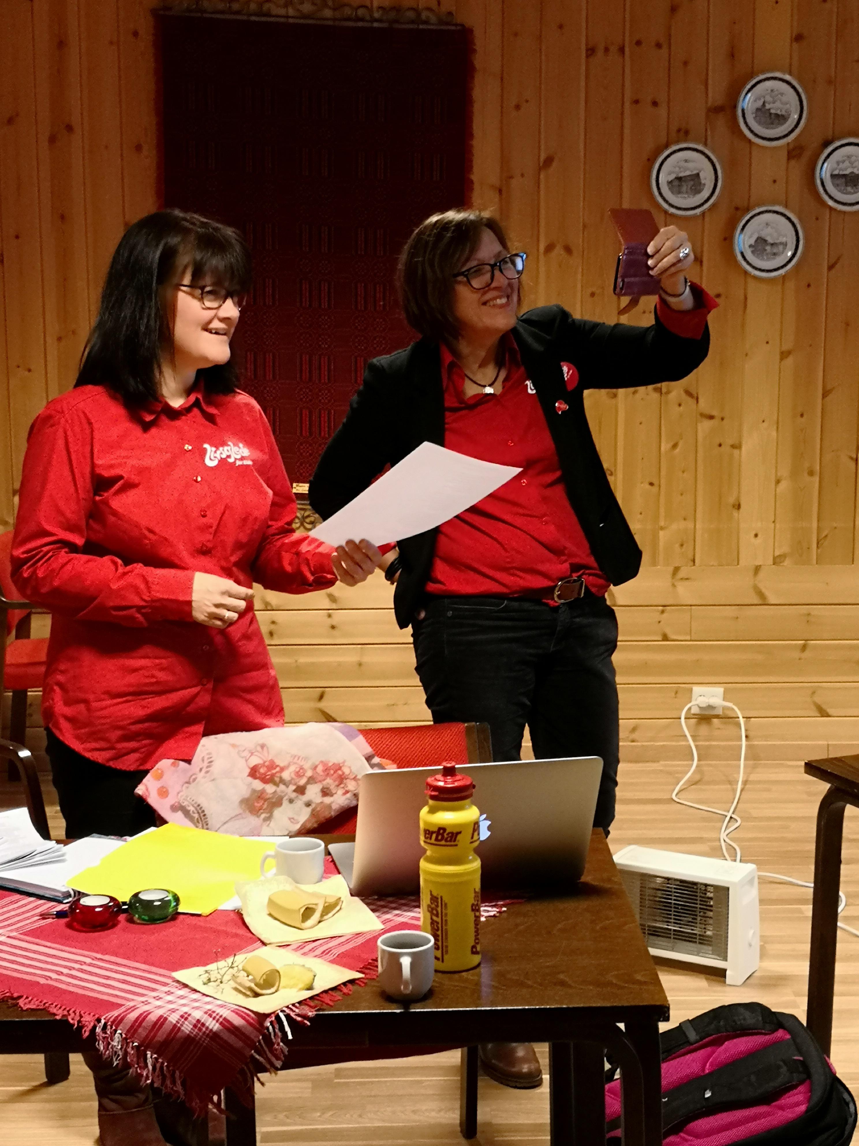 Sertifisører Anne Grasbakken og Frøydis Høyem