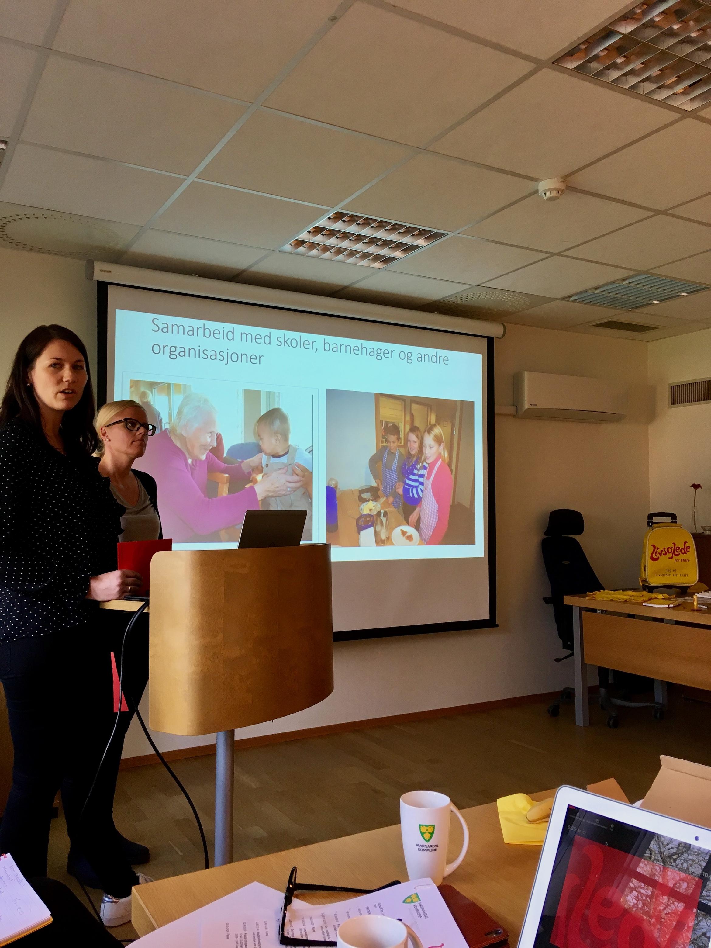 Ellen Gjulem Njåmo og Ingrid Hauge Bie fortalte om sine erfaringer fra Livsgledehjemmet Frivolltun bo- og omsorgssenter i Grimstad