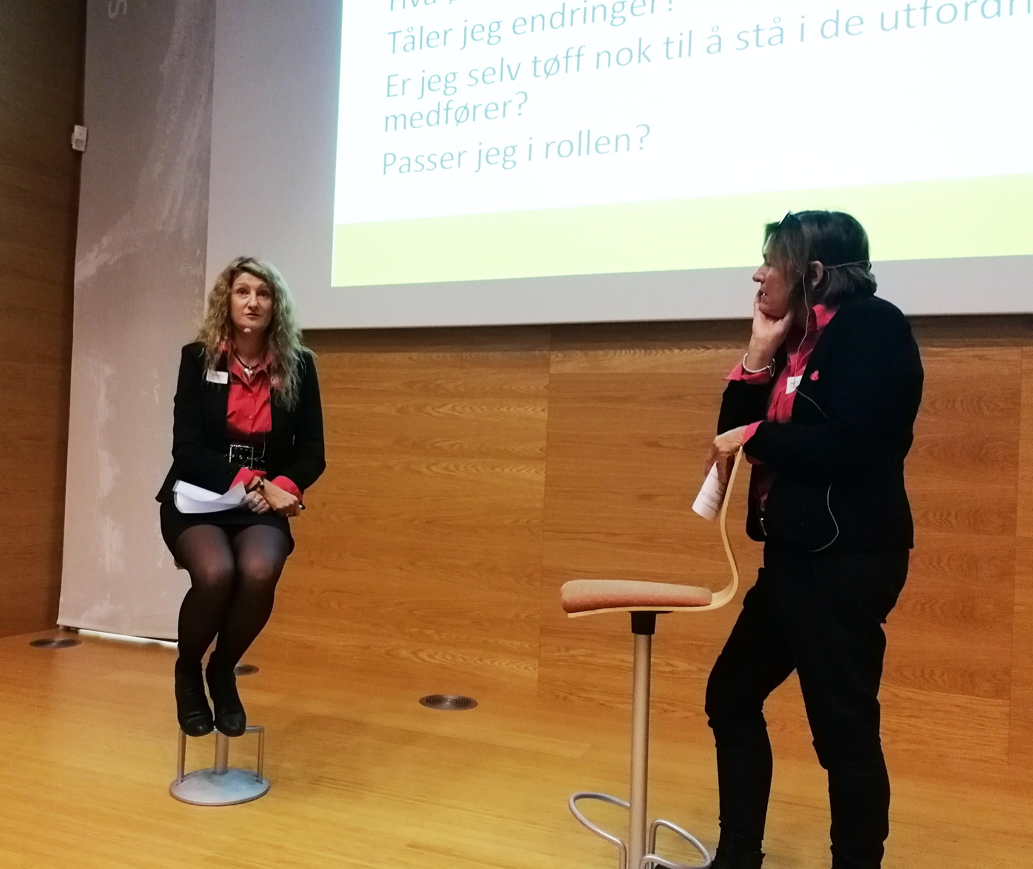 Frøydis Høyem og Mia Solberg, tidligere avdelingsledere i Drammen, nå sertifisører, ga gode innspill til ledelsen gjennom rollespill