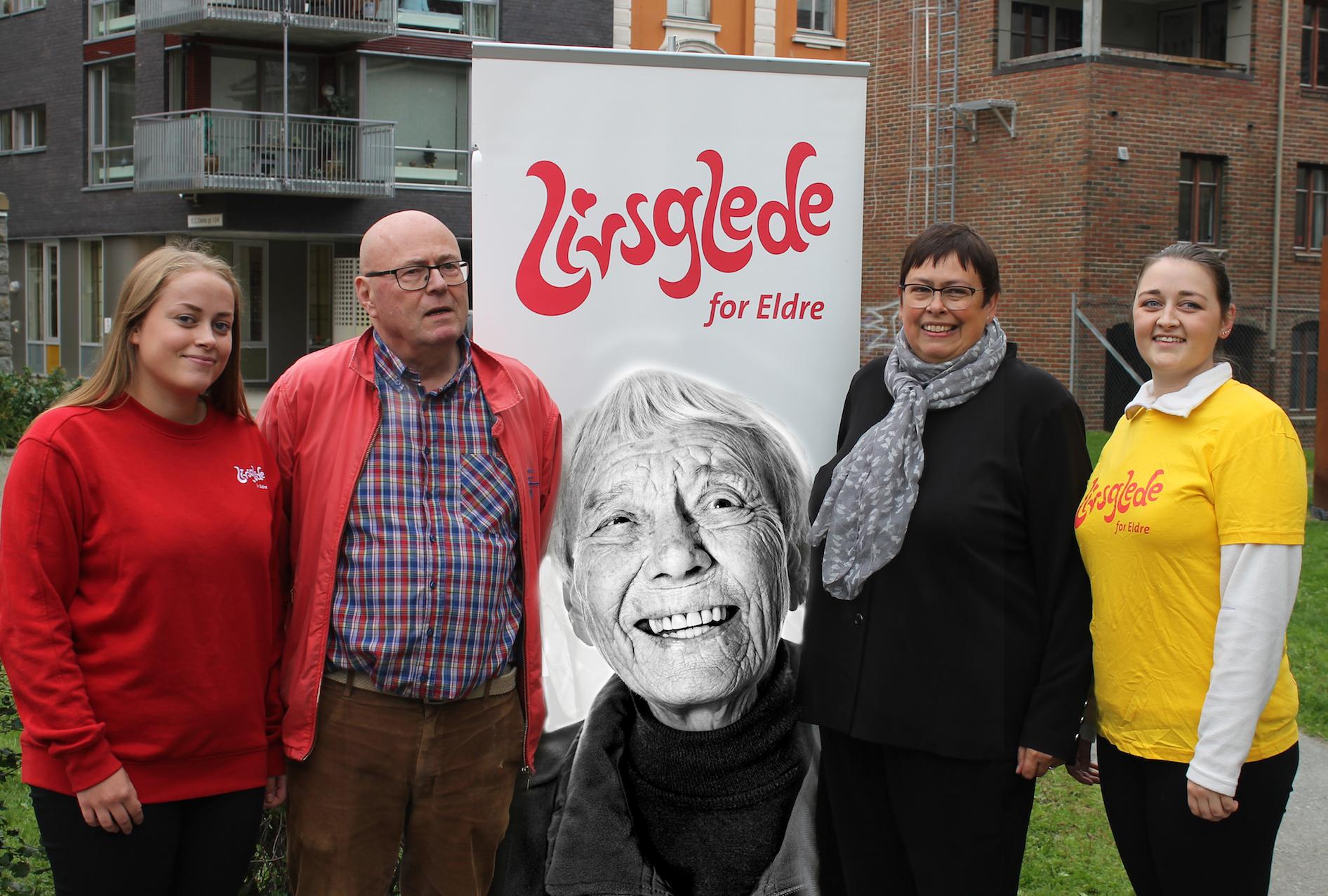 Ledelsen i Livsglede for Eldre NTNU Trondheim står sammen med Roar Bergstrøm og Rita Ottervik