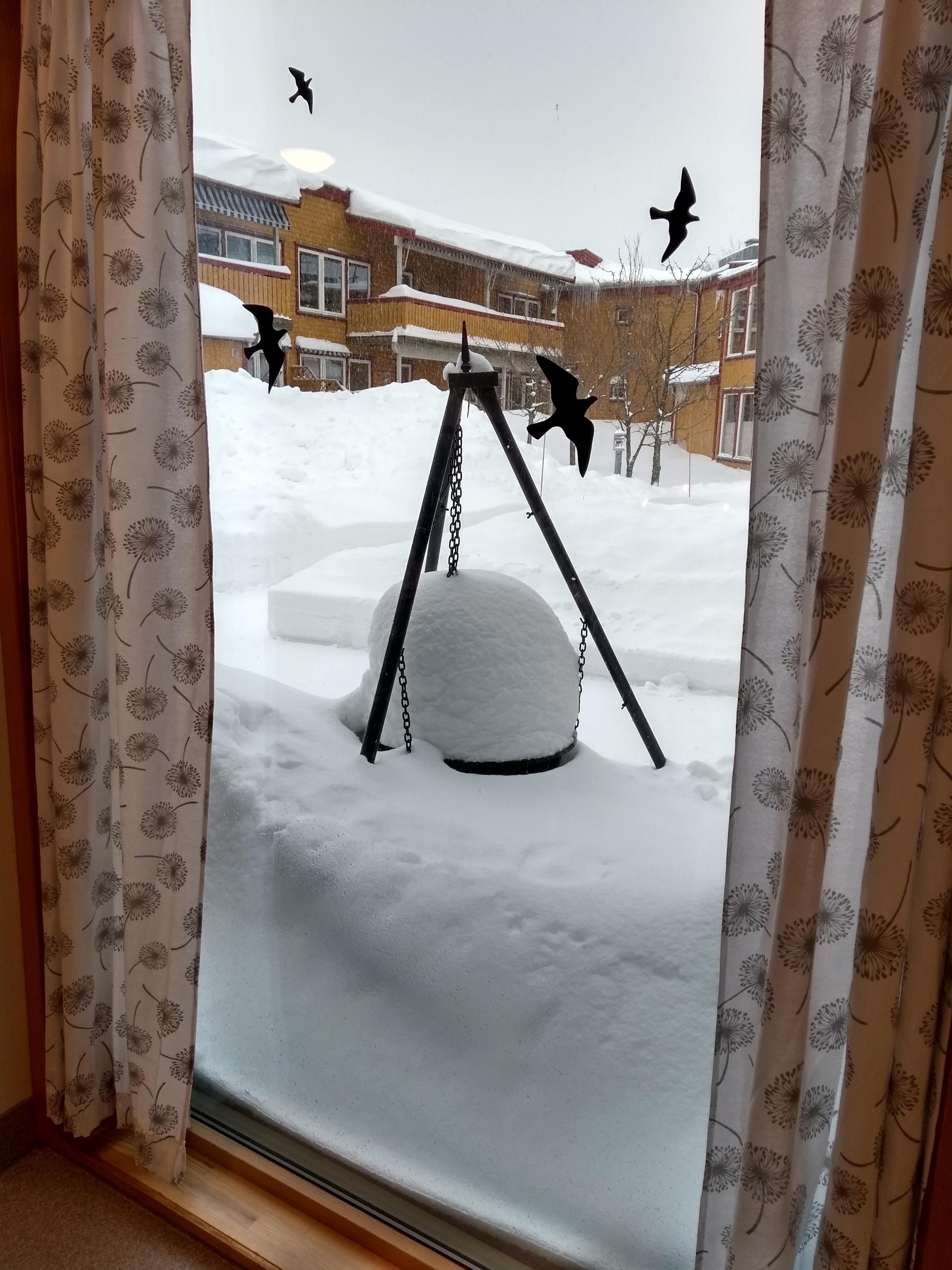 Enorme mengder snø i hagen på Rekkevik sykehjem