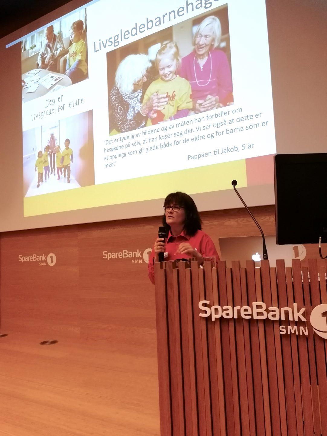 Anne Grasbakken foredrar om Livsglede for Eldre sitt arbeid