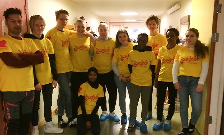 Skoleelever fra Sjøvegan vgs. ga en hjelpende hånd