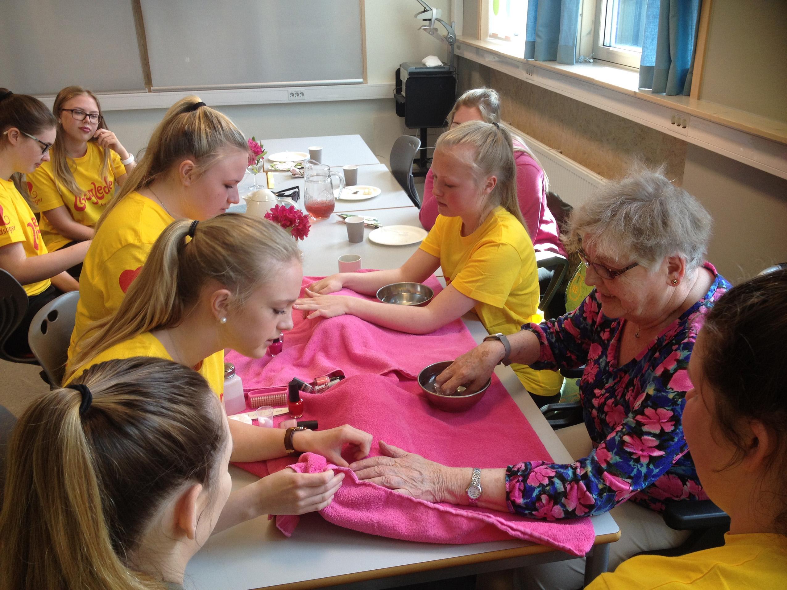 Eldre besøker Borgund vgs
