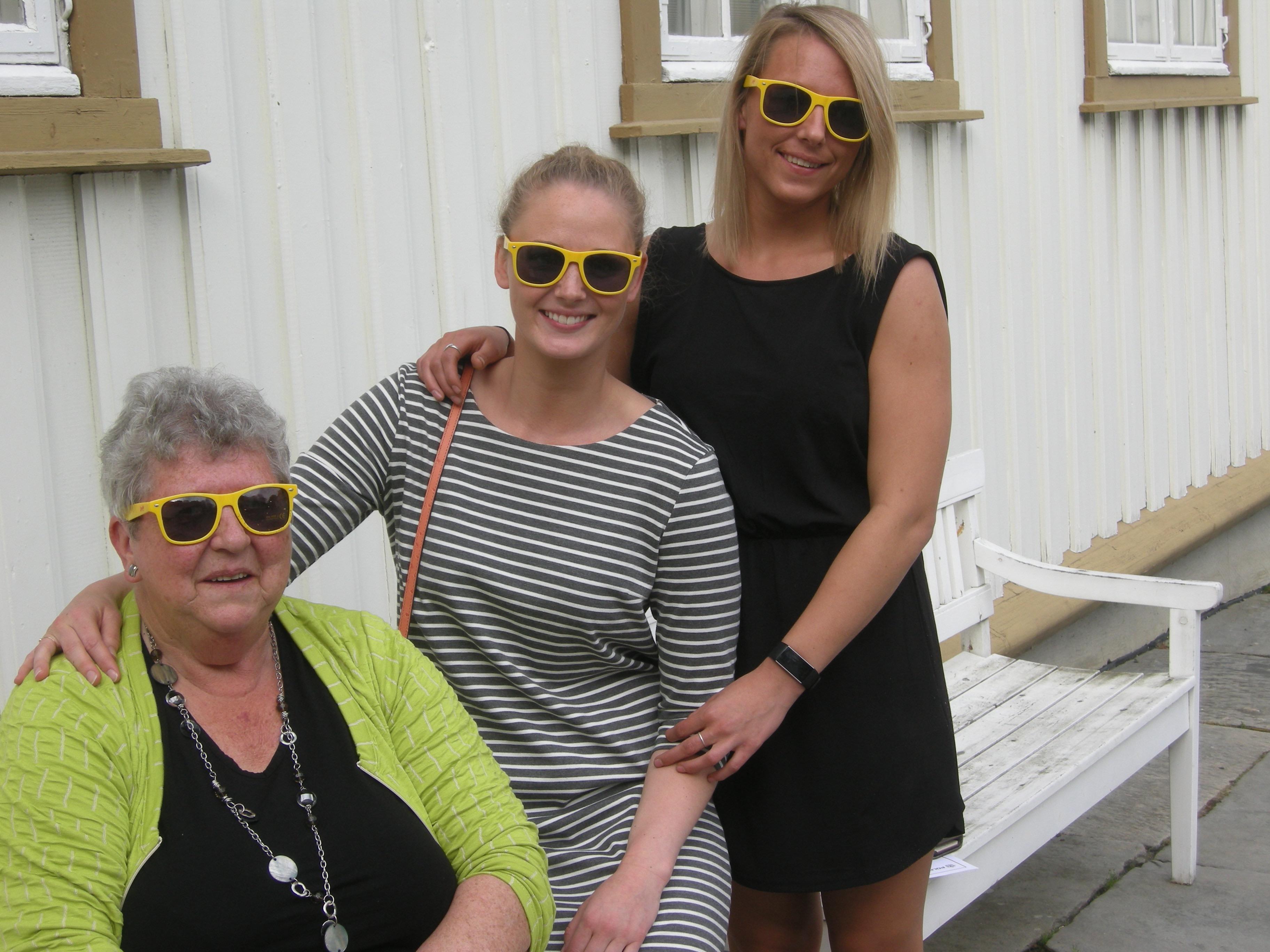 Tove, Silje og Frida med livsgledebriller