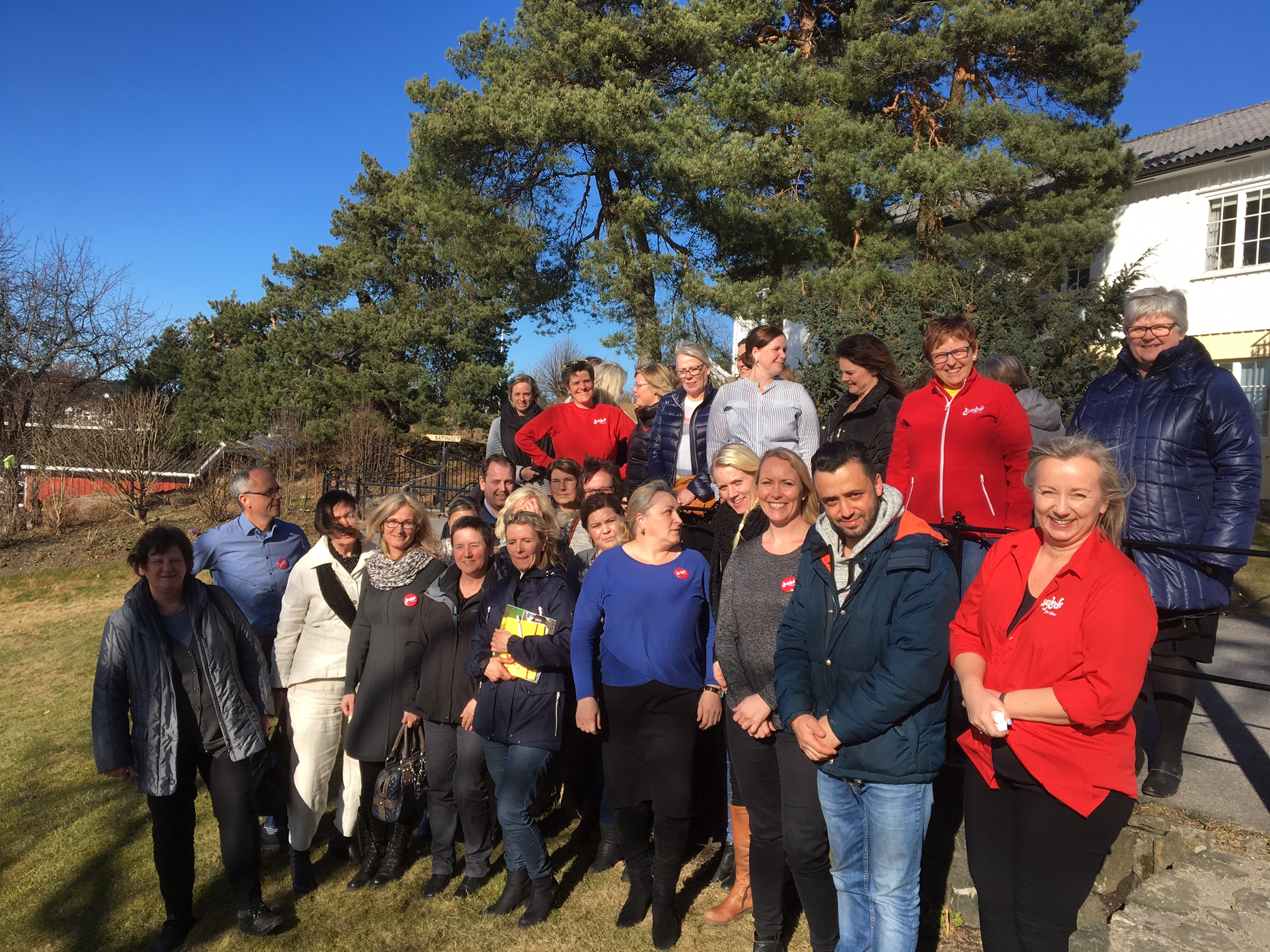 Entusiastiske ansatte fra Saltrød bo- og omsorgssenter i Arendal