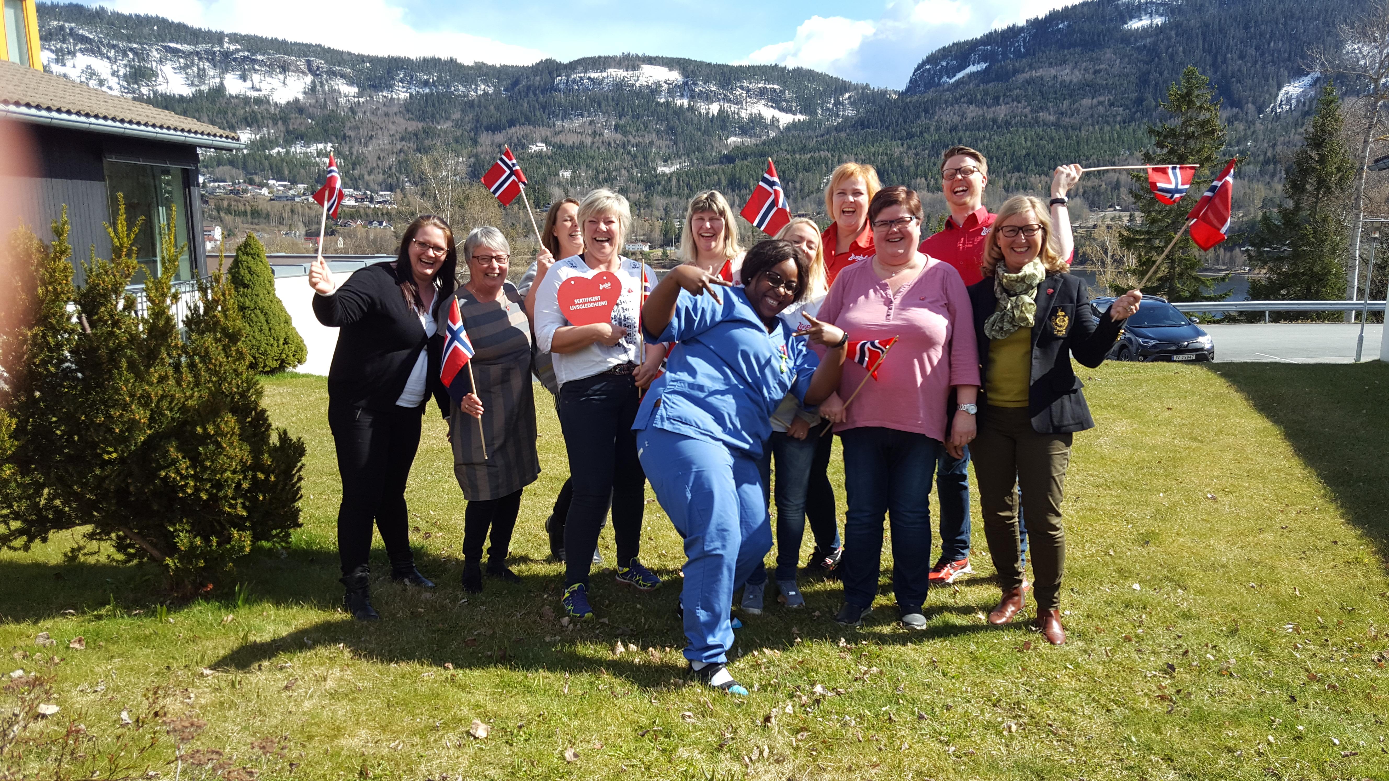 Fornøyd ledelse og livsgledegruppe etter endt sertifiseringsdag