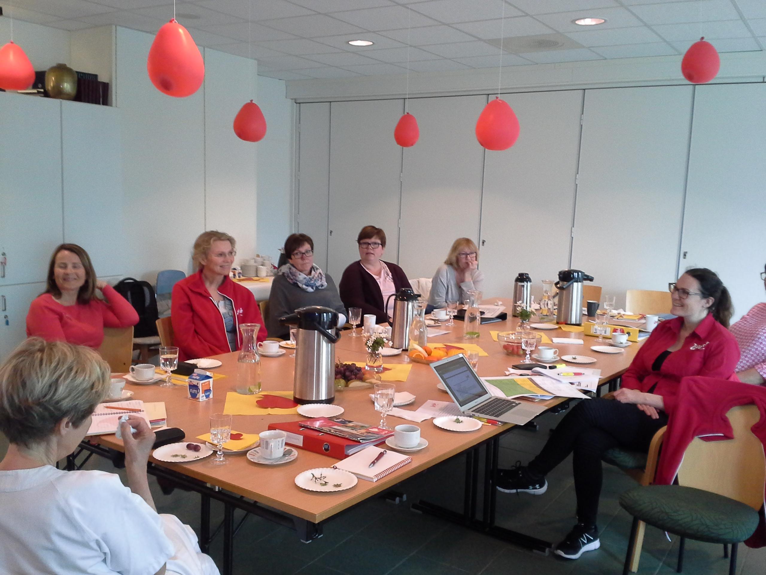 Fokusert livsgledegruppe og ledelse på sertifiseringsdagen