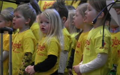 Åpnet kickoff med barnesang