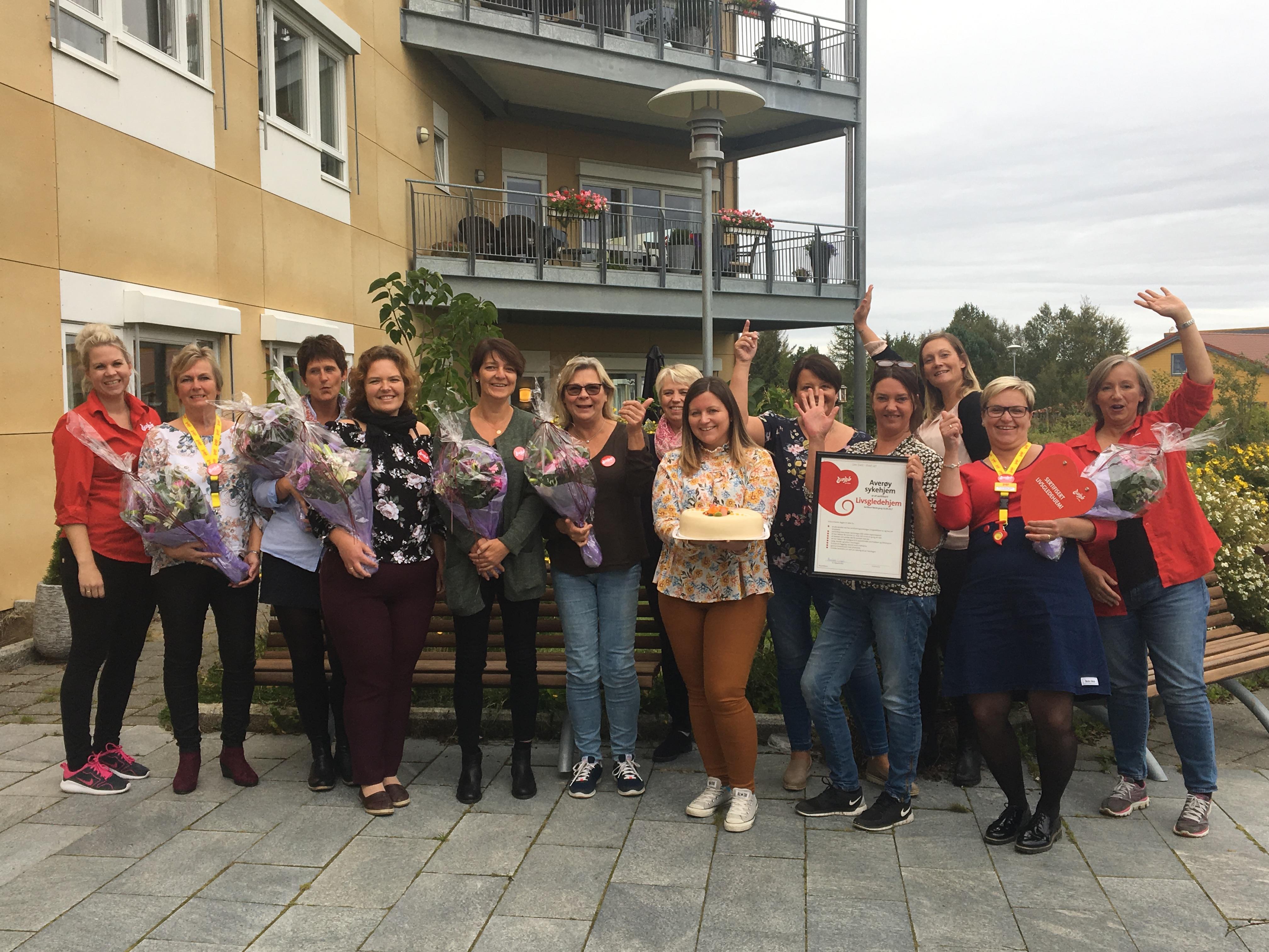 Ledelsen og livsgledegruppa ved Averøy sykehjem, første Livsgledehjem i Møre og Romsdal
