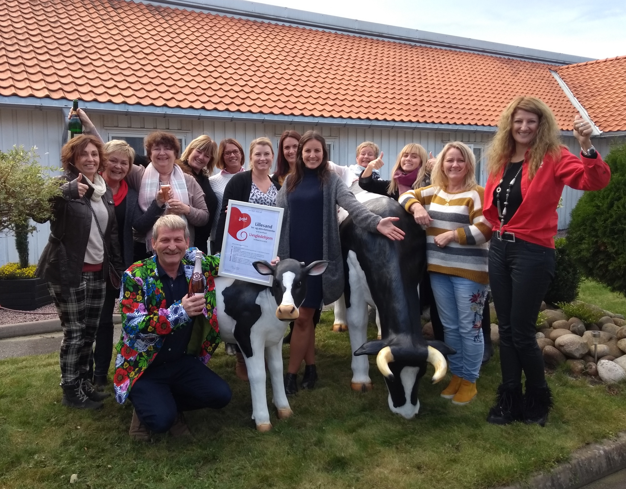 Livsgledegruppa på Lillesand BOA poserer glade etter bestått sertifisering!